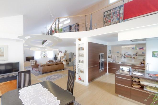 Umbau eines Obergeschosses zu einer Wohnlandschaft mit Galerie und offener Küche