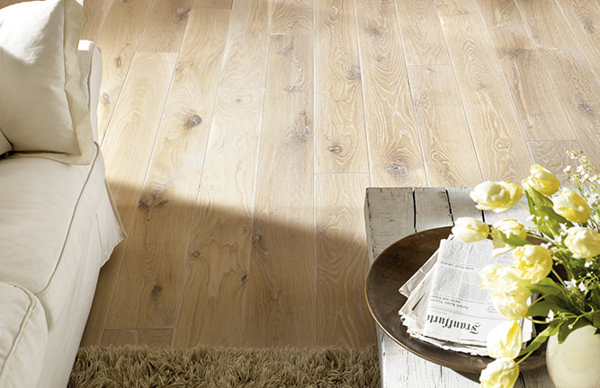 Holzboden aus Massivholzdielen