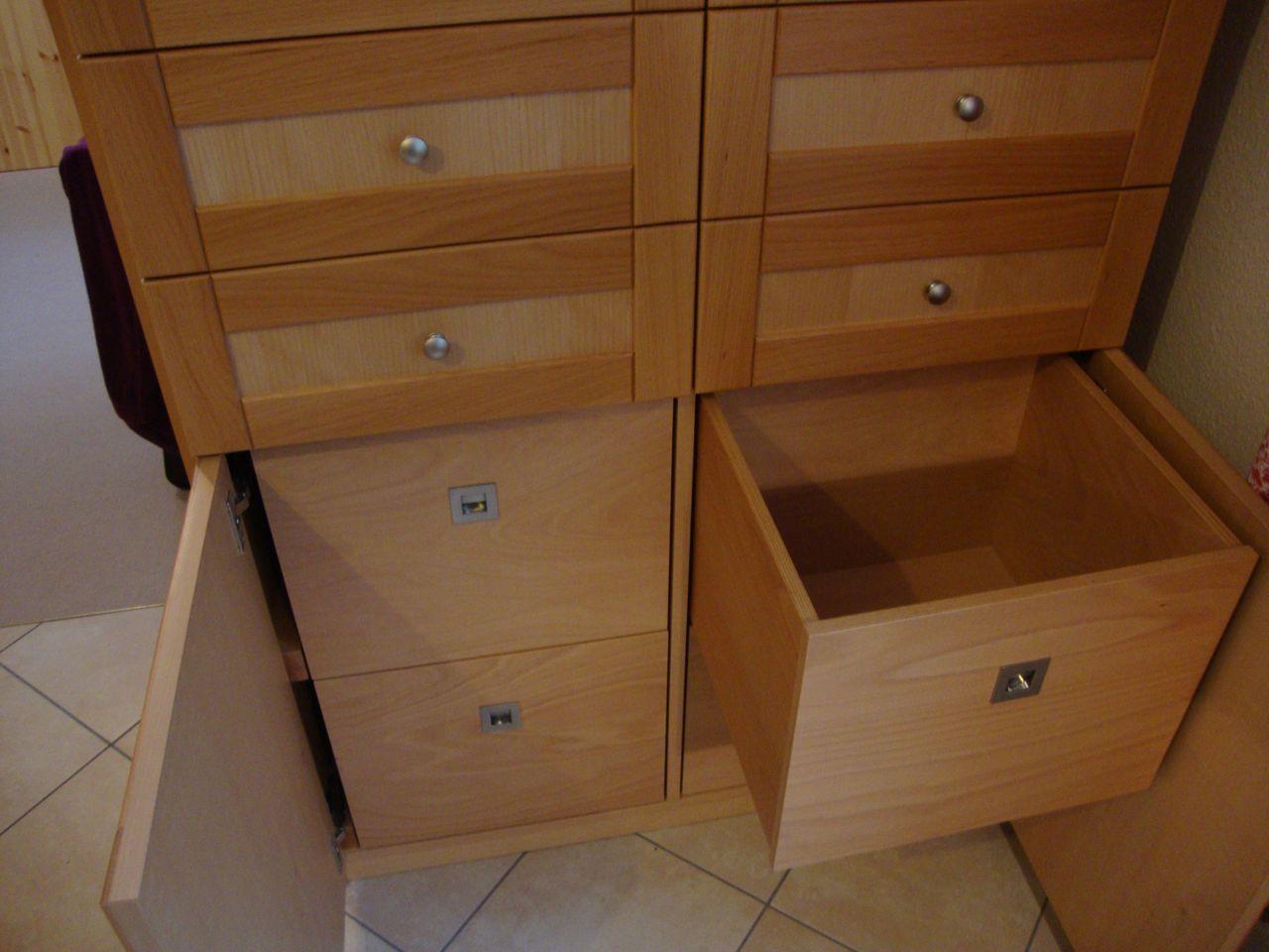 massiver buchenholzschrank f r die k che mit t ren und schubladen tischlerei hamburg. Black Bedroom Furniture Sets. Home Design Ideas