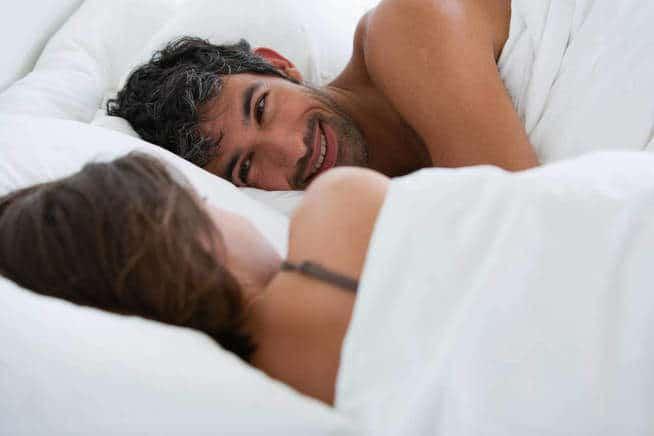 5 maneras y posiciones para hacerlo cuando os despertáis