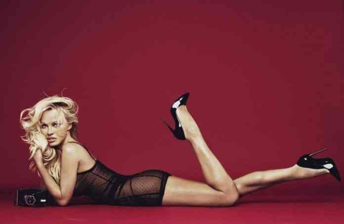 Pamela Anderson posa en ropa interior y sigue cautivando al mundo
