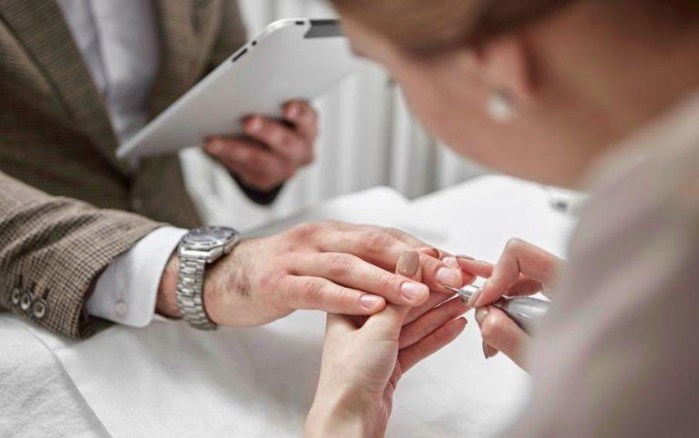Cuida el aspecto de tus uñas en 5 pasos