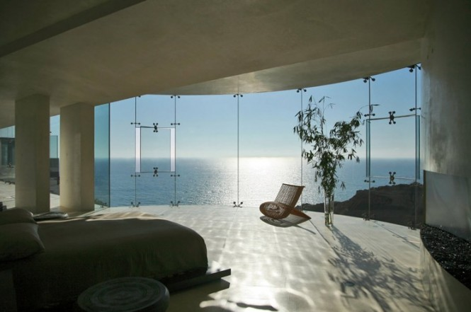 bed-with-sea-view