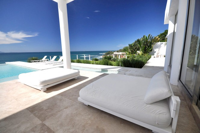casachina blanaca bed-by-pool
