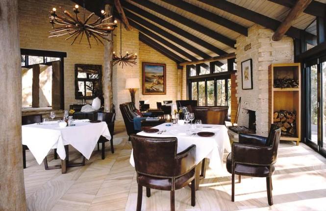 sydney beachhouse dining area