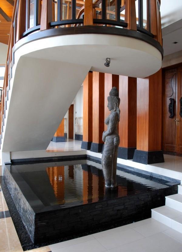 Escultura NGDC-spiritural saindo da lagoa característica de água no interior