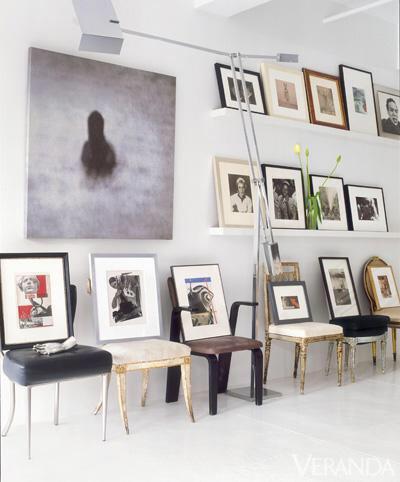 [snap]壁に椅子を並べて絵も飾る