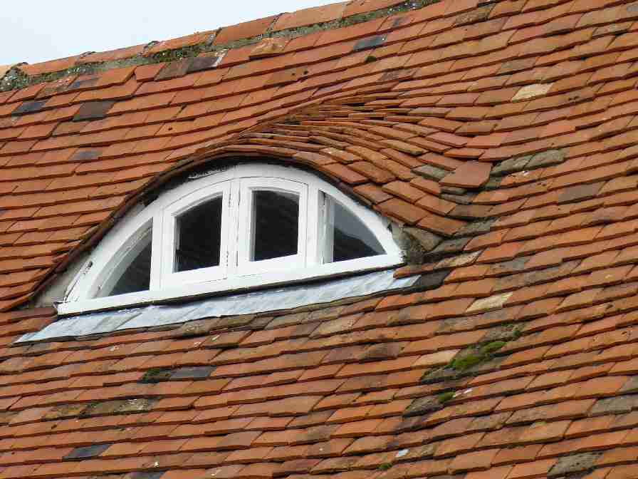 Roof Repairs: Slipped & Missing Tiles, Defect Pointing
