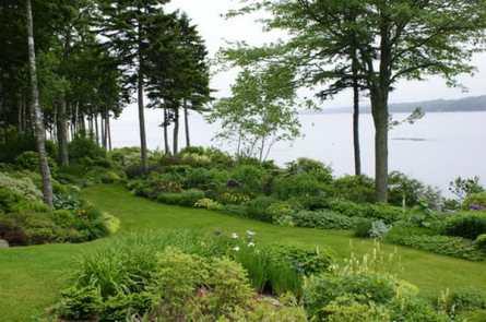 Set Coastal Theme for Your Garden