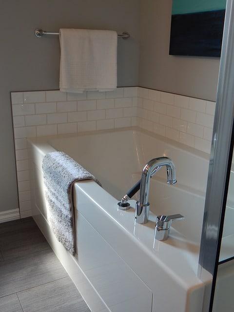 bathtub-890561_640-1