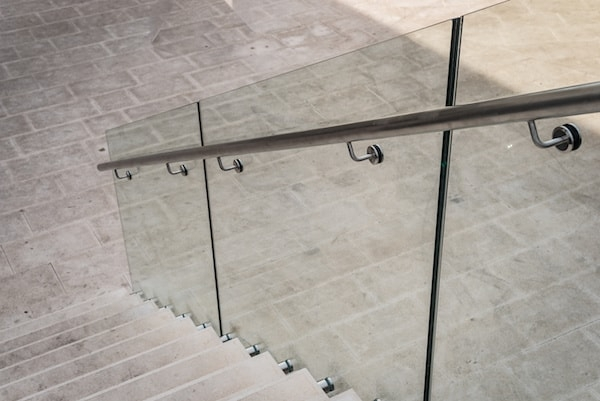 2020 Glass Deck Stair Railing Costs Per Foot Homeadvisor | Glass Staircase Panels Near Me | Modern Staircase Railing | Tempered Glass | Wood | Stair Balustrade | Stair Case
