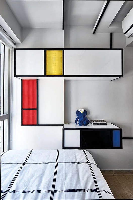 House Tours Two homes with shipping containers as decor