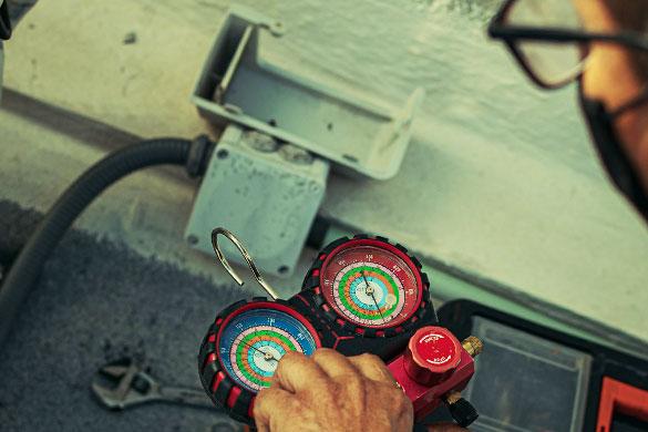 hvac compressor test with gas pressure guage