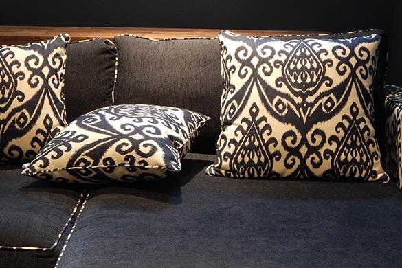 Interior design ideas with throw pillows