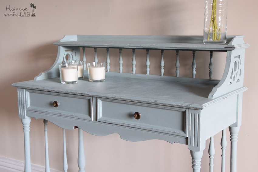 Makeover of a classic console with Chalk Paint Before and after of a furniture makeover with painting and creativity