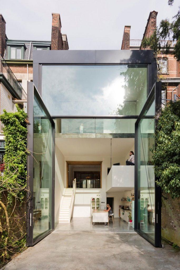 Huis met zes meter hoge openslaande deuren  HOMEASE
