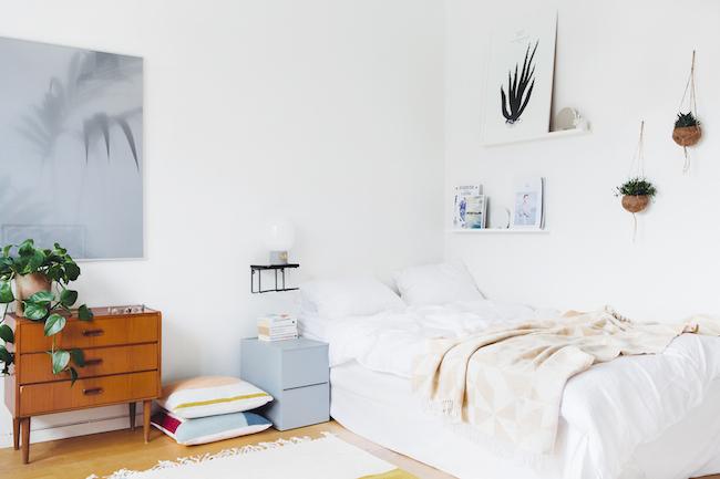 Leuke decoratie in een simpele slaapkamer  HOMEASE