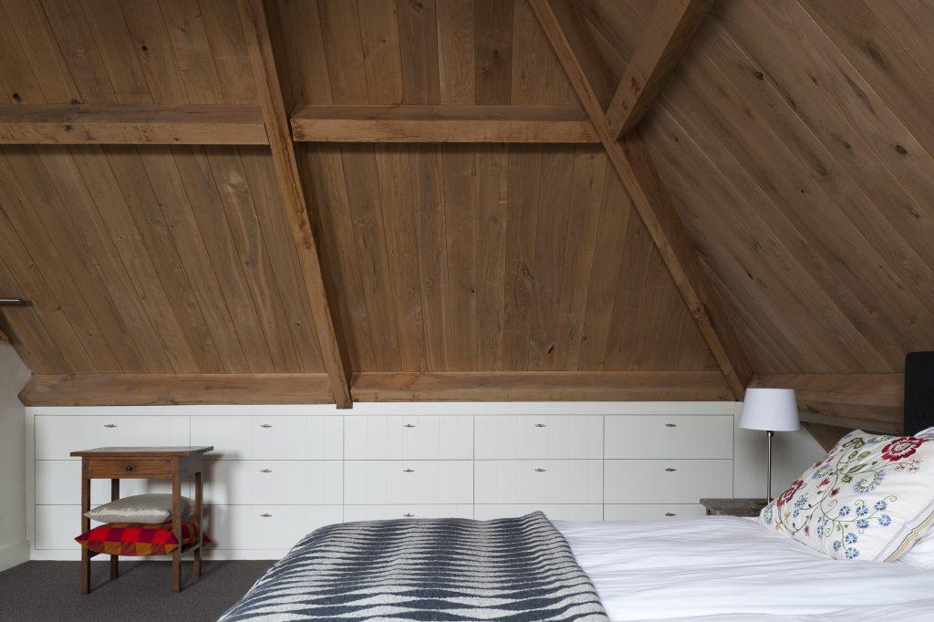 Maatwerk inbouwkasten op zolder slaapkamer  HOMEASE