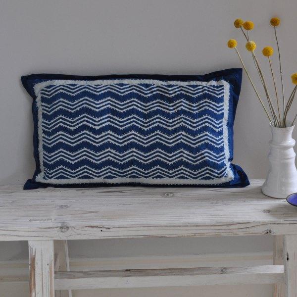 homebarn-indigo-pillow-zigzag