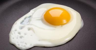 「膽固醇太高,要少吃蛋」是錯的!台大營養講師:「蛋黃」是血液中膽固醇的清道夫
