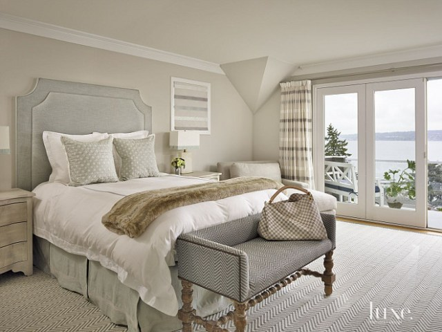 Beach House with Serene Interiors - Home Bunch Interior ...