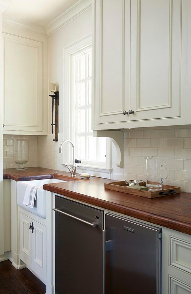 Traditional Off White Kitchen With Brick Backsplash Home Bunch Interior Design Ideas