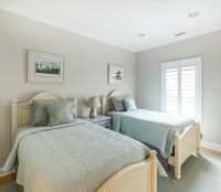 Beach Cottage with Neutral Coastal Interiors - Home Bunch ...