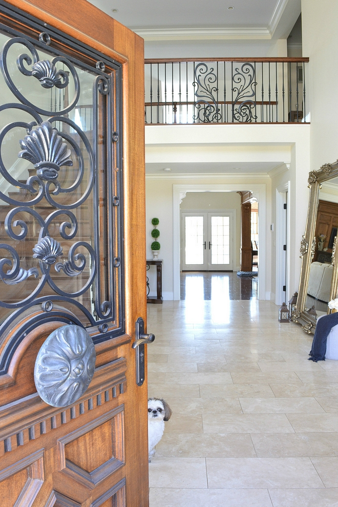 Traditional Colonial Home with Limestone Foyer Traditional Colonial Home Foyer #tradionalfoyer #Limestone #traditionalInteriors