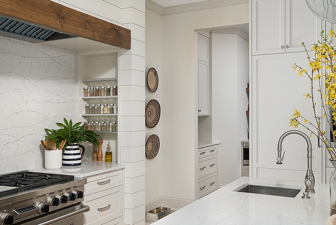 Benjamin Moore OC-17 White Dove Wall paint color is Benjamin Moore OC-17 White Dove - classic choice Benjamin Moore OC-17 White Dove #BenjaminMooreOC17WhiteDove #BenjaminMooreOC17 #BenjaminMooreWhiteDove #BenjaminMoore #PaintColors