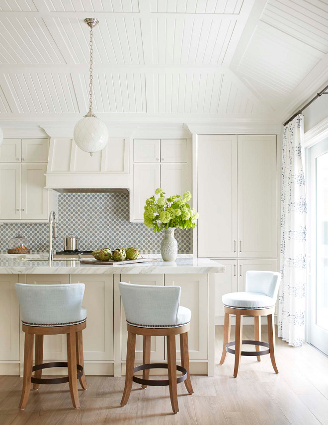 Off white Kitchen Cabinet Paint Color Benjamin Moore White Dove Off white Kitchen Cabinet Paint Color Benjamin Moore White Dove #OffwhiteKitchen #offwhiteCabinet #offwhiteCabinetPaintColor #offwhitePaintColor #BenjaminMooreWhiteDove