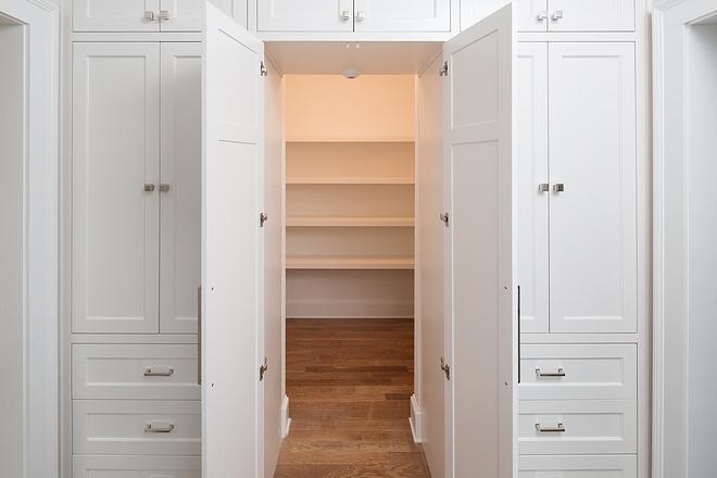 Sherwin Williams SW 7004 Snowbound Kitchen Inset Cabinet Paint Color Sherwin Williams SW 7004 Snowbound #SherwinWilliamsSW7004Snowbound #kitchencabinet #SherwinWilliams