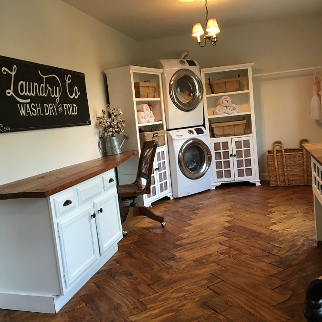 Farmhouse Laundry Room Renovation You won't belive how this laundry room looked before this renovation Check it out on Home Bunch #FarmhouseLaundryRoom #LaundryRoomRenovation