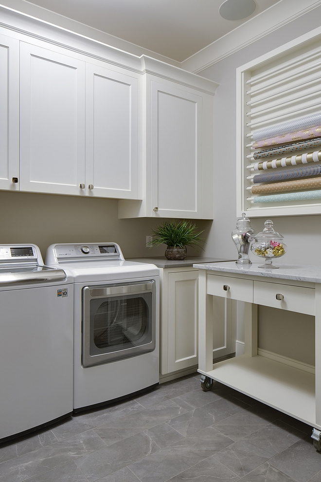 Collingwood by Benjamin Moore Grey laundry room Collingwood by Benjamin Moore paint color #CollingwoodbyBenjaminMoore Laundryroom