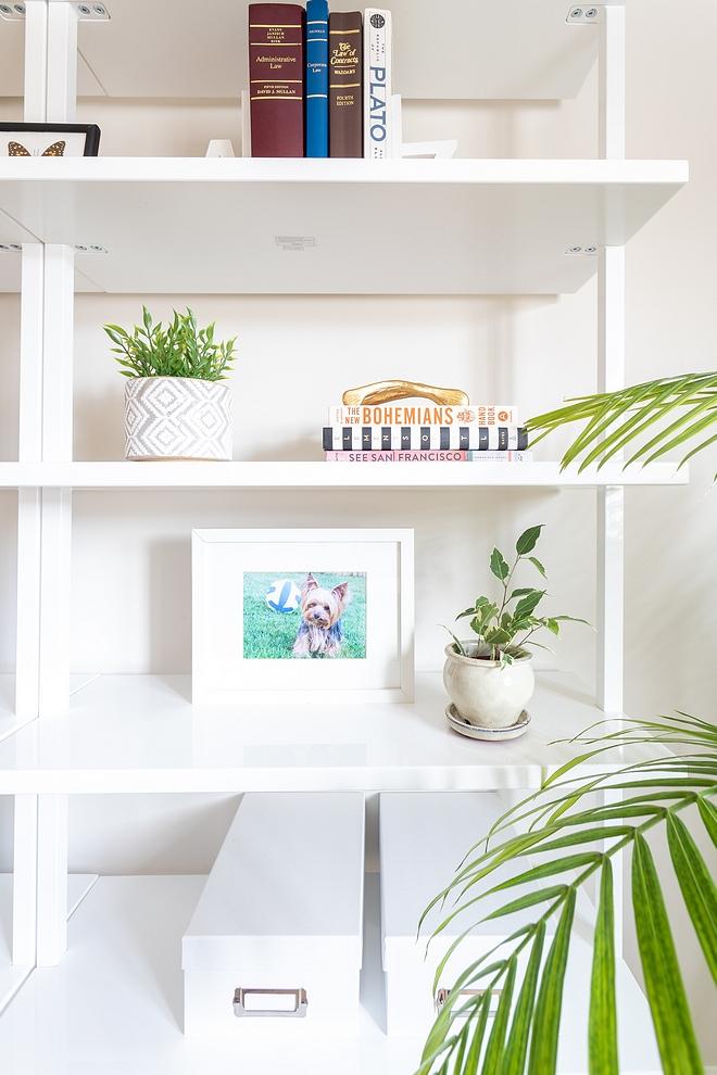 White Wall Mounted Bookshelf source on Home Bunch White Wall Mounted Bookshelf #WhiteBookshelf #WallMountedBookshelf