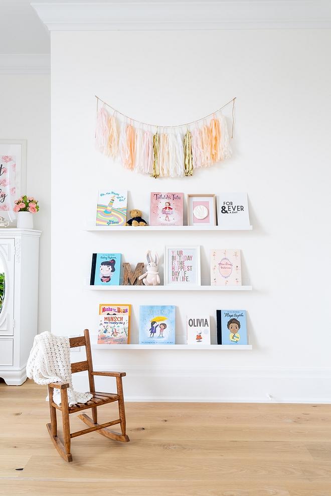 Nursery Bookshelf Kids Floating Shelf White wall mounted Floating booksheld Nursery Bookshelf #Bookshelf #nurseryBookshelf #nursery #FloatingShelf