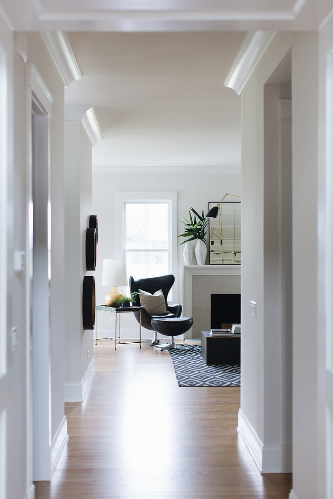 Trim Color Benjamin Moore's Simply White with Benjamin Moore Classic Gray Wall paint Color Timeless neutral colors save this for future reference #Trimpaintcolor #wallpaintcolor #neutralpaintcolor #paintcolor #paintcolorcombination