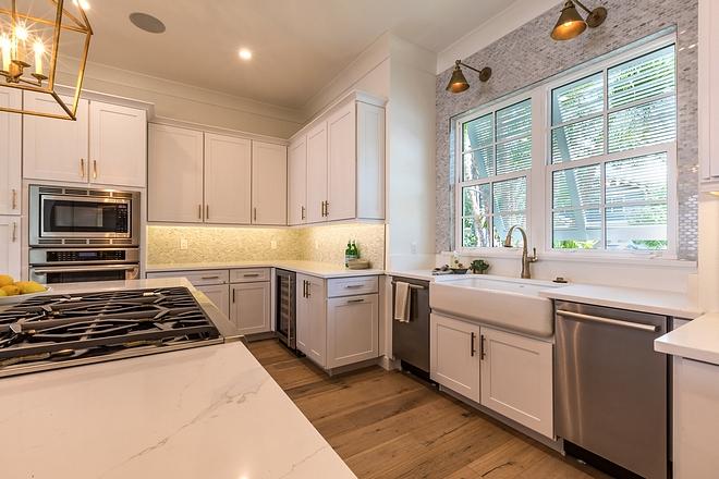 Kitchen Cabinetry Shaker-style Echelon Cabinetry Oak White #KitchenCabinetry #ShakerstyleCabinetry #Oak #White