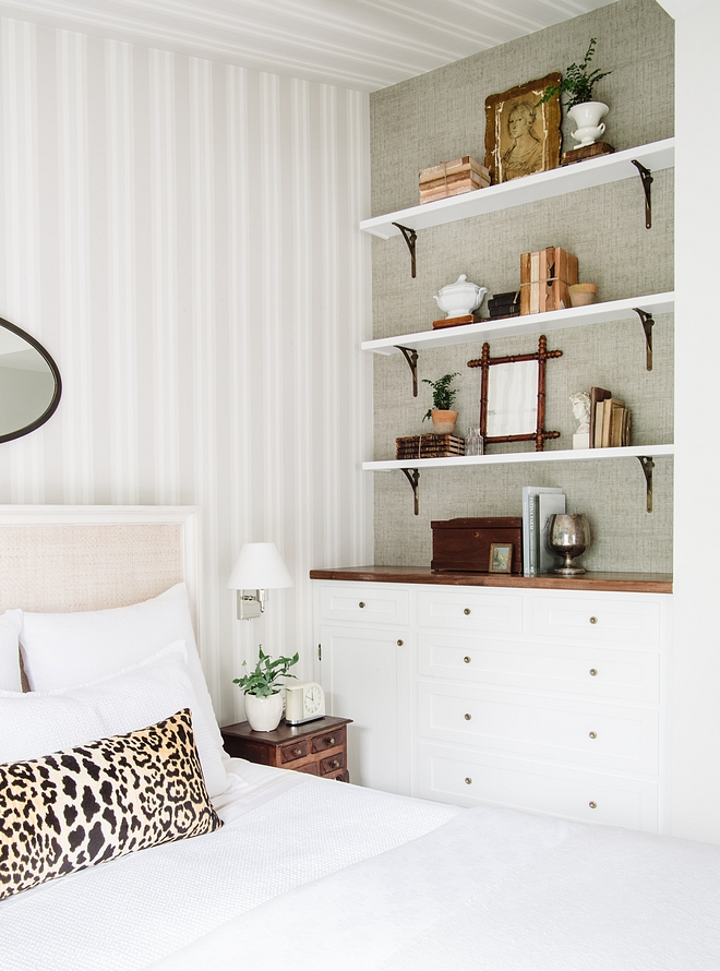 Pure White by Sherwin Williams Built in Pure White by Sherwin Williams Pure White by Sherwin Williams #PureWhitebySherwinWilliams #builtin
