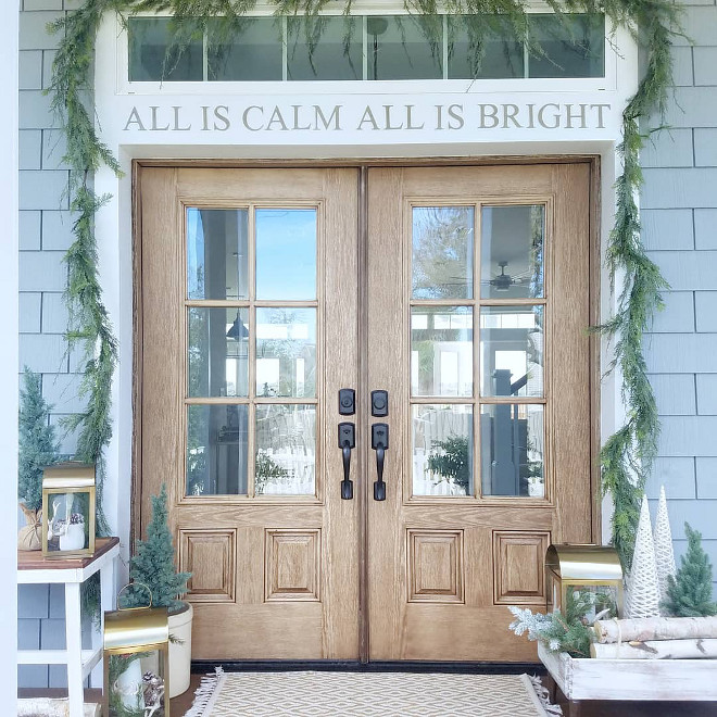 Front Door Christmas Decoration Ideas Front Door Christmas Decor Front Door Christmas Decor Front Door Christmas Decoration Ideas and sources on Home Bunch Front Door Christmas Decoration Ideas #FrontDoor #ChristmasDecoration #ChristmasDecorationIdeas