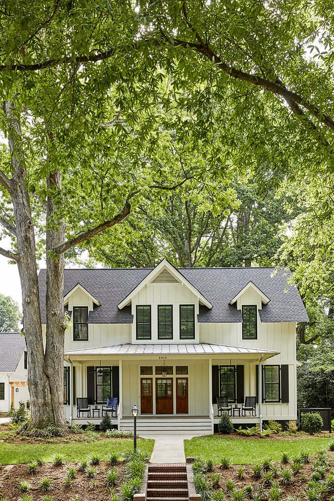 Dover White by Sherwin Williams The exterior color is Dover White by Sherwin Williams Dover White by Sherwin Williams farmhouse siding paint color off white siding paint color Dover White by Sherwin Williams #farmhousesiding #farmhouse #siding #paintcolor #offwhitesiding #sidingpaintcolor #DoverWhitebySherwinWilliams #DoverWhite #SherwinWilliams