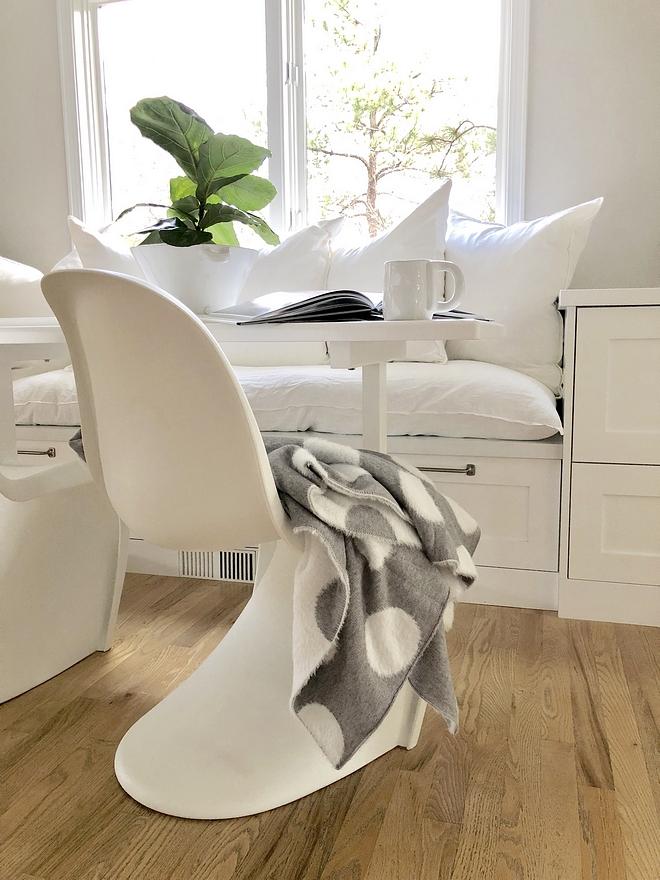 White Panton chairs Modern White Panton chairs Breakfast room with White Panton chairs #WhitePantonchairs #Pantonchair