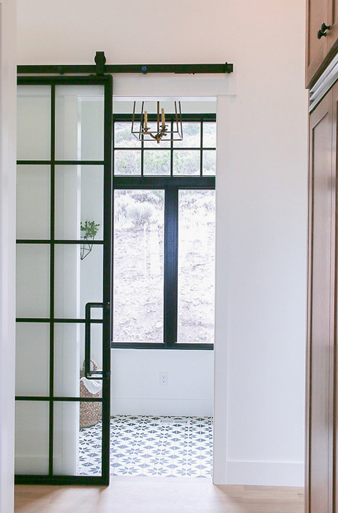 Black Steel and Glass Barn Door Black Steel and Glass Sliding Barn Door see source on Home Bunch Black Steel and Glass Barn Door Black Steel and Glass Barn Door #BlackSteelandGlassBarnDoor #GlassBarnDoor #slidingbarndoor #blackwindowstylebarndoor #steelglassbarndoor