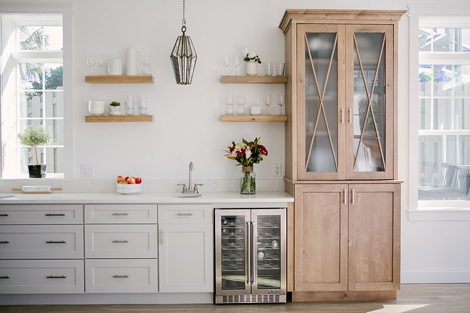 Kitchen Bar Cabinet This kitchen features a custom bar with open shelves and hutch #kitchen #bar #kitchenbar #klitchencabinet #openshelves #kitchenhutch #hutch