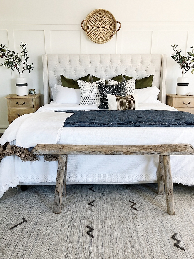 Boho chic farmhouse bedroom I love having a neutral bedroom that I can easily switch up by swapping out pillows and throws Boho chic farmhouse bedroom Boho chic farmhouse bedroom #Bohochicbedroom #farmhousebedroom #farmhousestyle #farmhouselove