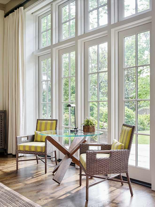 How to Combine windows, doors and transoms Combining windows, doors and transoms gives an impressive effect to this home How to Combine windows, doors and transoms #windows #doors #windowtransoms
