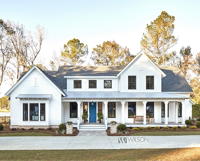 White Modern Farmhouse with Front Porch White Modern Farmhouse with Front Porch and metal roof White Modern Farmhouse with Front Porch #WhiteModernFarmhouse #FrontPorch #farmhouseporch