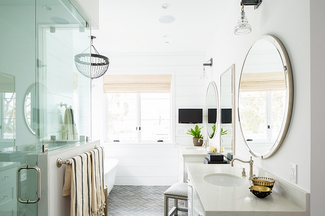 Narrow Bathroom Layout The master bathroom's layout is perfect if you don't have much width to work with. Keep this one in mind if you're building or renovating #Bathroomlayout #narrowbathroom #narrowbathroomlayout