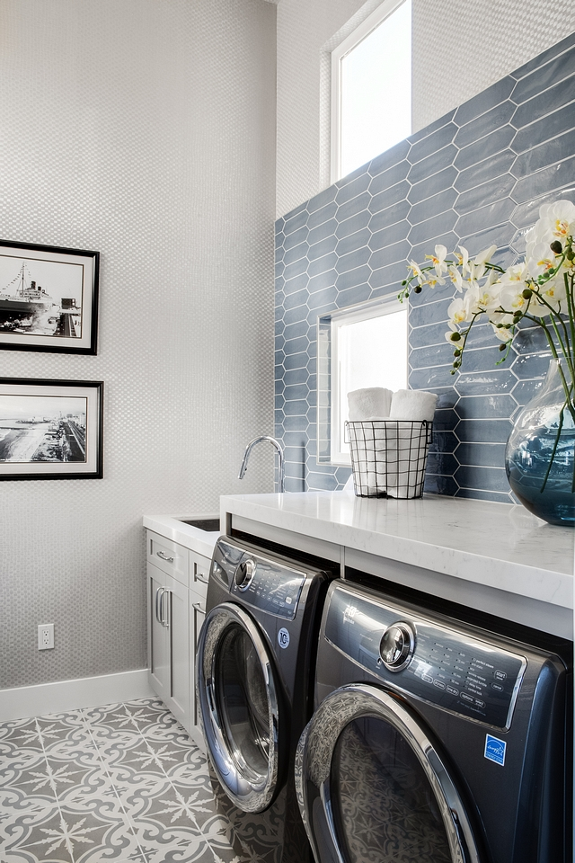 Laundry room The designers got really creative with this laundry room Laundry room with enlongued tile as backsplash and cement tile Laundry room Laundry room #Laundryroom #cementtile #enlonguedhextile