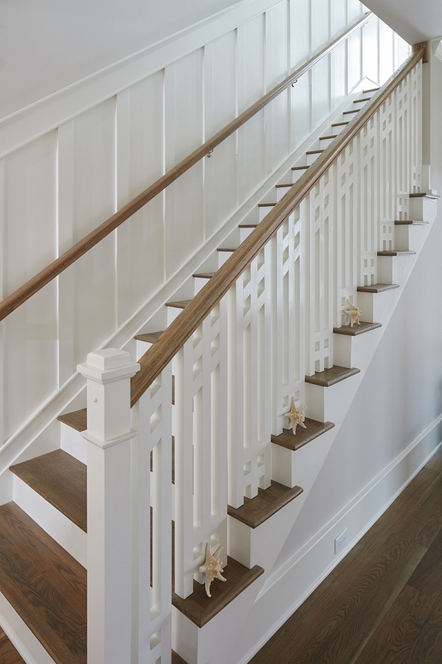 Coastal staircase The interior designer carefully designed the staircase spindles and the white board-and-batten wainscoting #Coastalstaircase #interiordesigner #staircase #spindles #boardandbatten