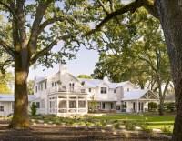Transitional Farmhouse Design - Home Bunch Interior Design ...